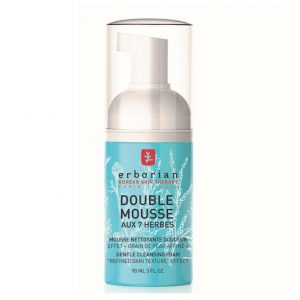 Erborian double mousse aux 7 herbes cleansing foam is a double mousse with 7 herbs from Korea it is a 2-in-1 beauty gesture. Its rich and fine foam cleans gently to help remove impurities, then visibly refine the skin texture. 90ml