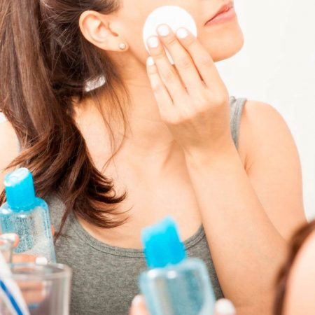 Make-up: 4 Steps to Clean your Skin before going to Bed!
